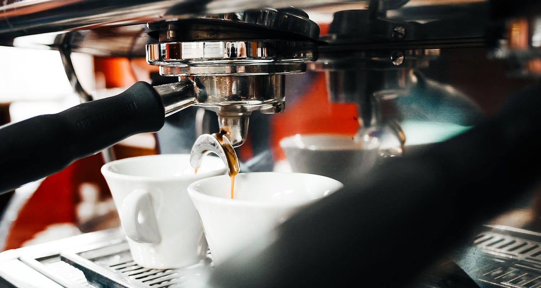 Brigády v kavárně